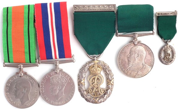 Major J R Thomas Territorial Decoration and other medals