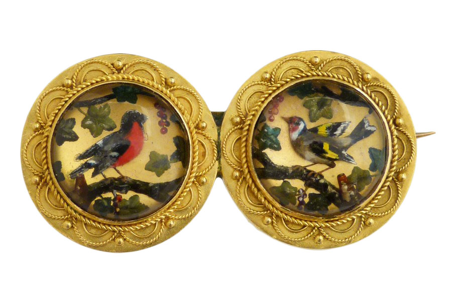 A late Victorian Essex Crystal brooch, the circular reverse carved intalio duo depicting a bullfinch and a goldfinch, within a shared cannetille surround, length 3.5cm.