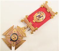 Lot 211-Boxed 9ct gold and enamelled RAOB medallion