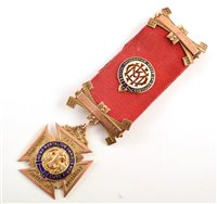 Lot 216-Boxed 9ct gold and enamelled RAOB medallion