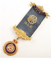 Lot 230-Small boxed 9ct gold and enamelled RAOB medallion, round design with wreath border, lodge No. 1770 dated 1922.