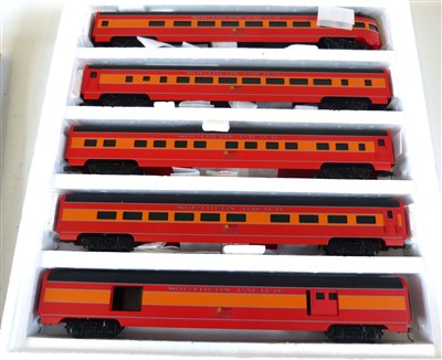 "Lot 169-Boxed Weaver Models reading crusader aluminium 5 car passenger set, Southern Pacific ""Daylight"", Gold Edition"