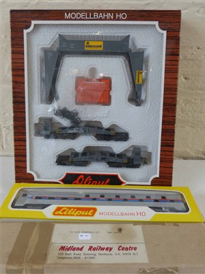 Lot 184-Boxed Lilliput Modellbhan HO Elin transformator 1715 passenger car and Midland Railway centre 70's turn-table kit