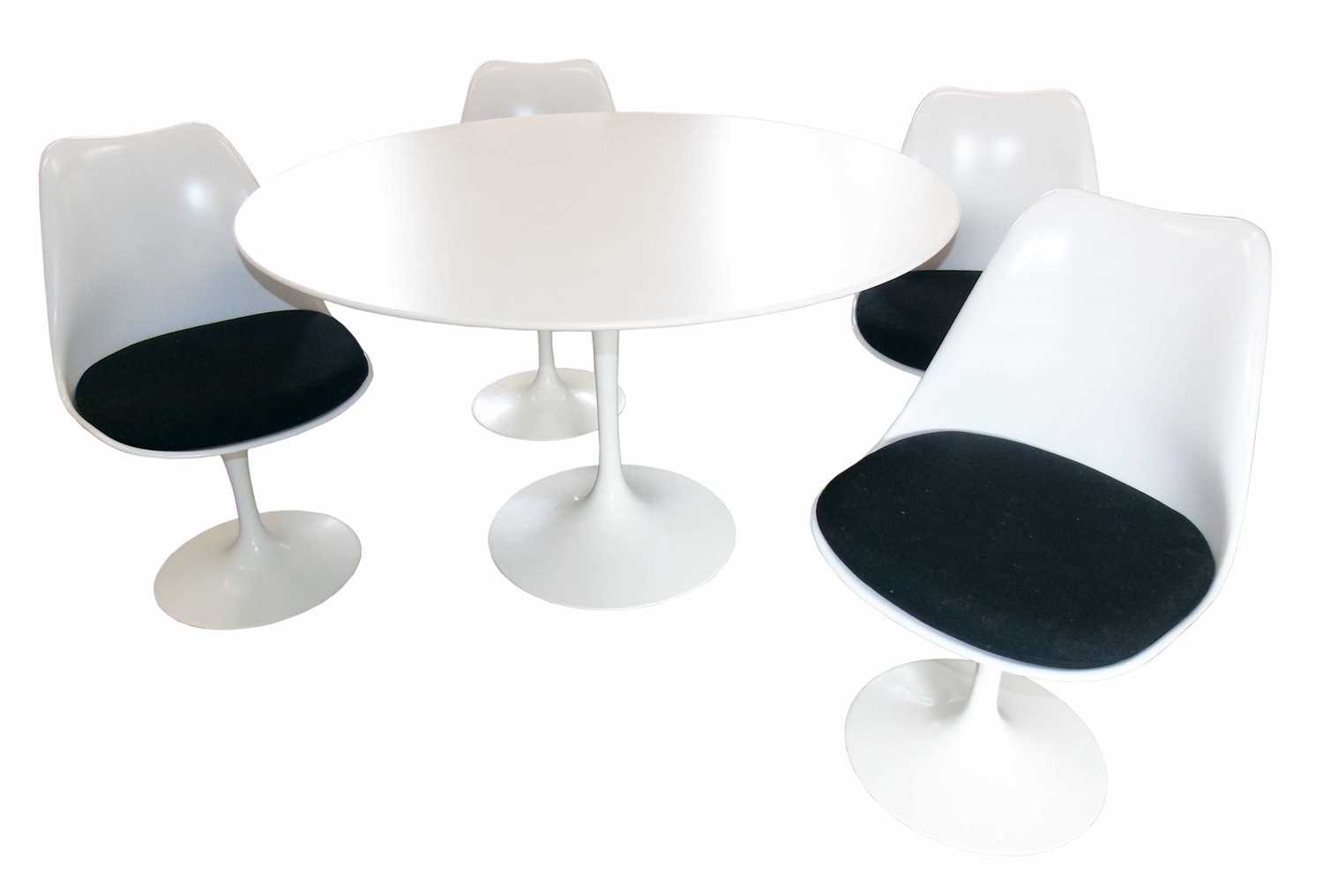 512 - Eero Saarinen for Knoll tulip table & four tulip chairs