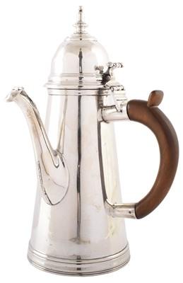 Lot 1-An Edwardian silver hot water jug