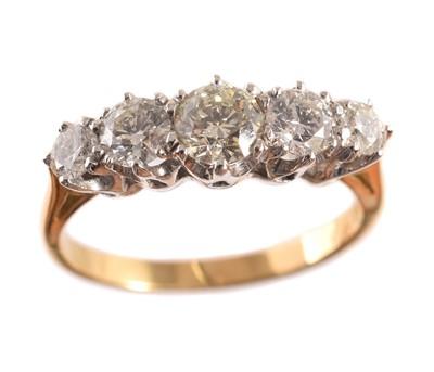 Lot 193 - A diamond five stone ring