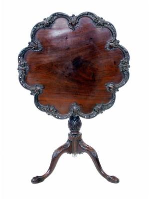 Lot 615 - George III Irish snap-top table