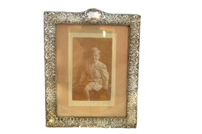 Lot 20-An Edwardian silver picture frame