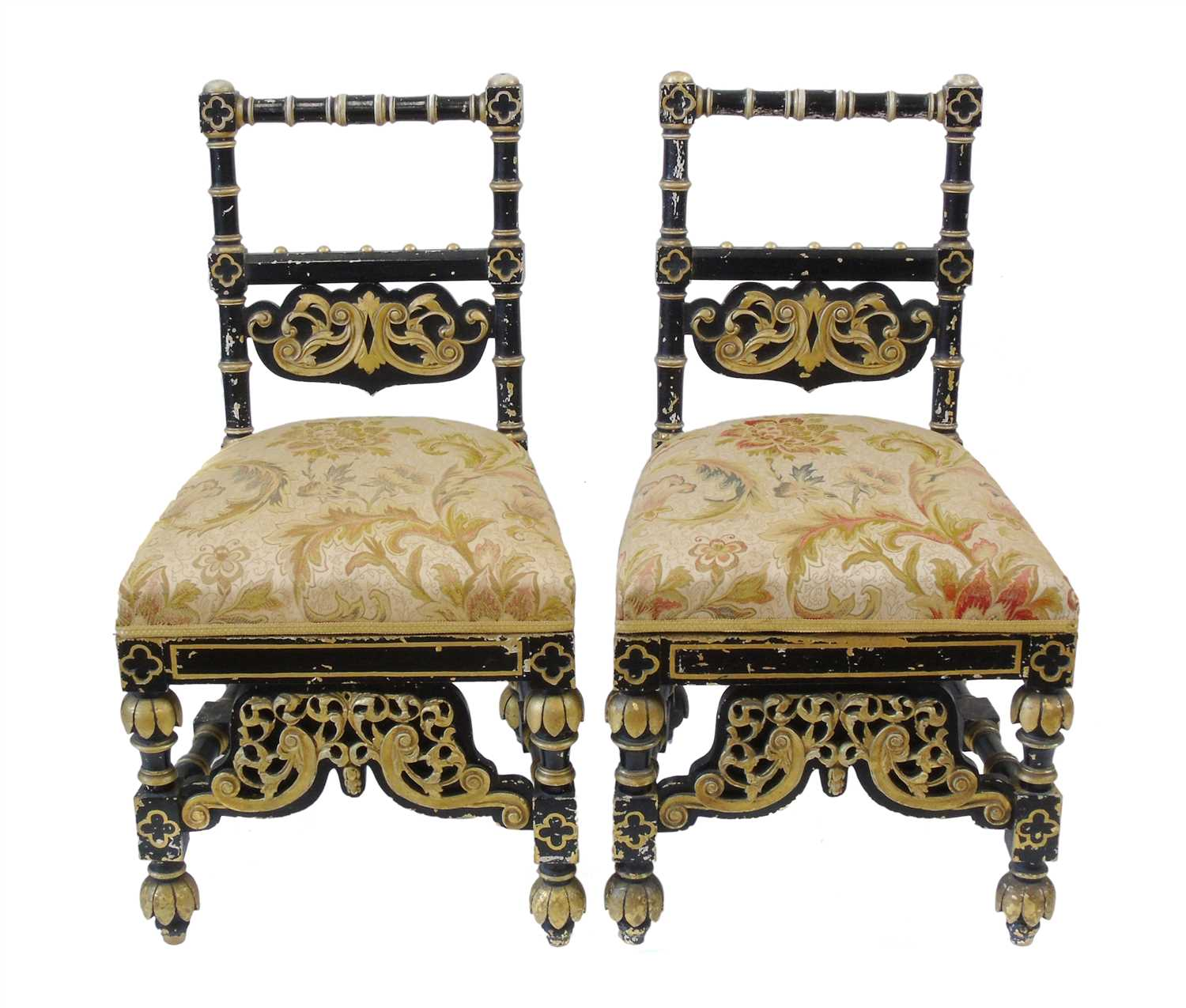 605 - A pair of Arts & Crafts design single side chairs.