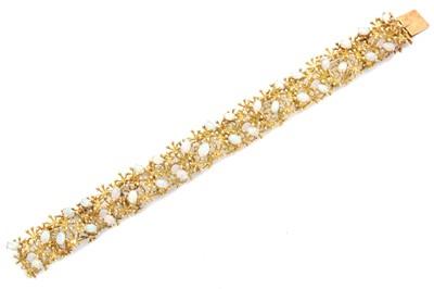 Lot 9-An opal bracelet