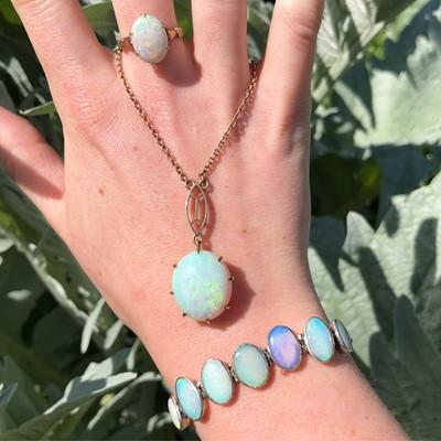 Lot 13-An opal bracelet