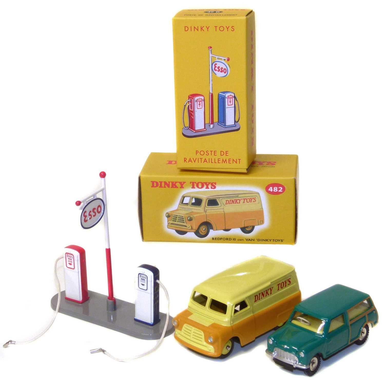 Lot 26-Dinky Toy No 482 Bedford 10 van etc.