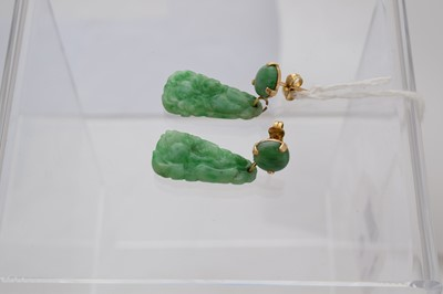 Lot 47-A pair of jade earrings