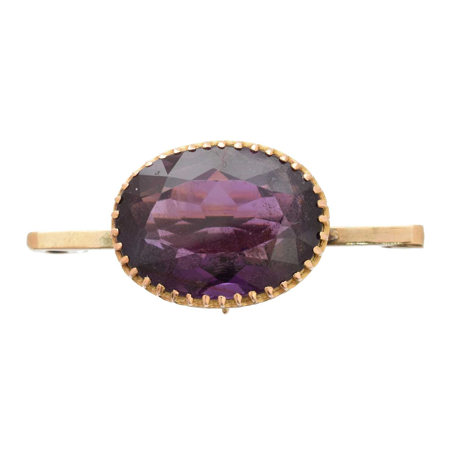 Lot 20-An amethyst brooch
