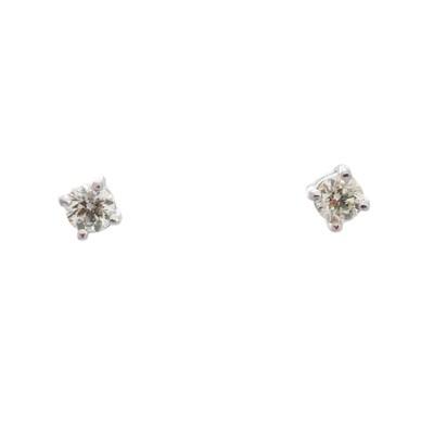 Lot 40-A pair of brilliant-cut diamond stud earrings