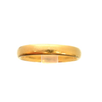 Lot 91 - A 22ct gold band ring