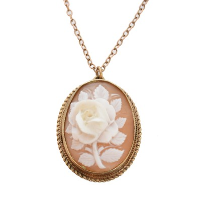 Lot 61 - A 9ct gold shell cameo pendant