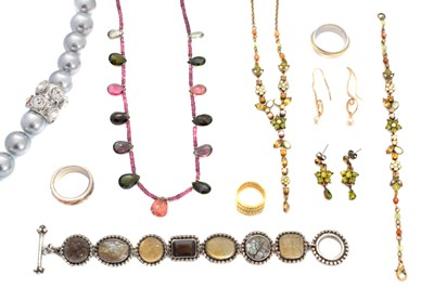 Lot 103 - A selection of jewellery