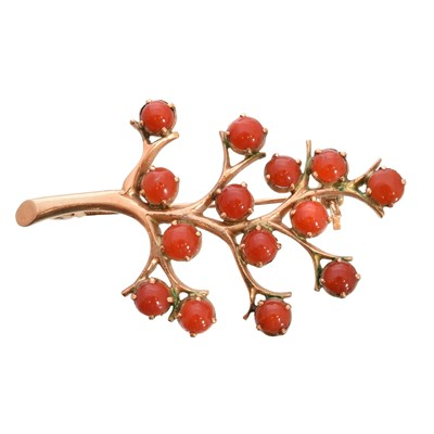 Lot 61 - A coral brooch
