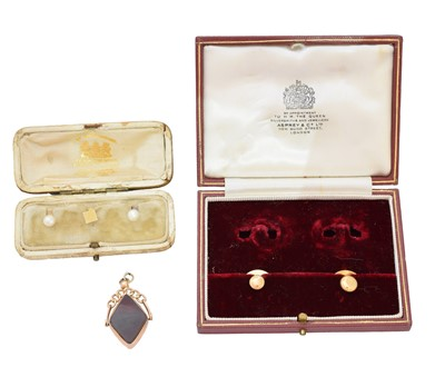 Lot 41-A selection of jewellery
