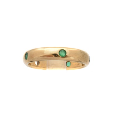 Lot 190 - An 18ct gold emerald 'Stella' ring by Cartier