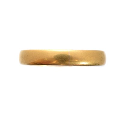 Lot 112 - A 22ct gold band ring
