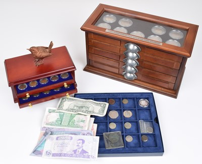 Lot 6-Three Danbury Mint presentation sets and small assortment of coins and banknotes.
