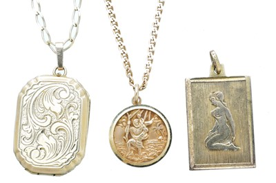 Lot 80 - Three 9ct gold pendants