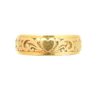 Lot 181 - A band ring