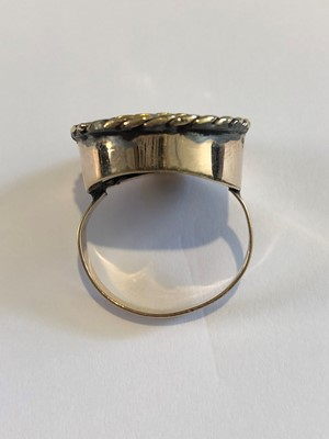 Lot 25 - A Victorian memorial ring