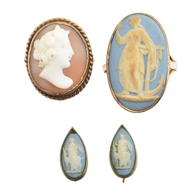 Lot 94 - A selection of jewellery