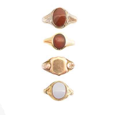 Lot 118 - A selection of 9ct gold signet rings
