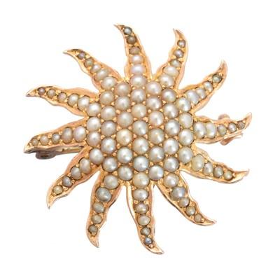 Lot 44 - An early 20th century split pearl brooch
