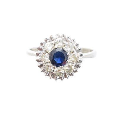 Lot 41 - A sapphire and diamond cluster ring
