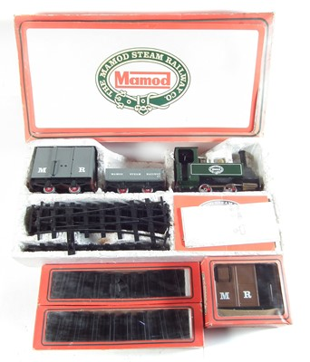 Lot 42-Mamod steam engine train set