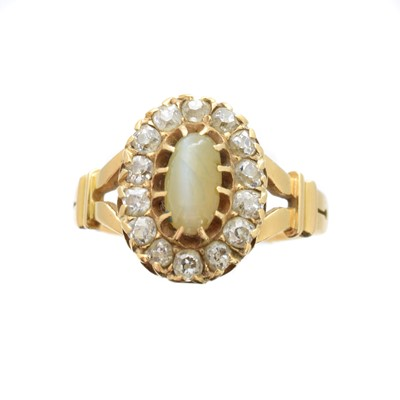 Lot 185 - A Victorian 18ct gold cat's eye chrysoberyl and diamond cluster ring