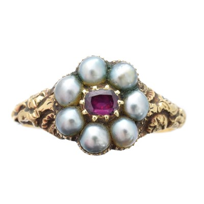 Lot 148 - A Georgian ruby and split pearl cluster ring