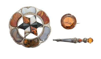Lot 28-A selection of Scottish jewellery