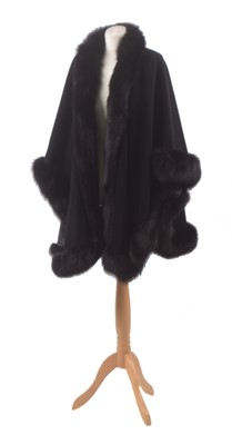 Lot 140 - A fur tipped wool cape