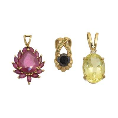 Lot 36 - Three 9ct gold gem set pendants