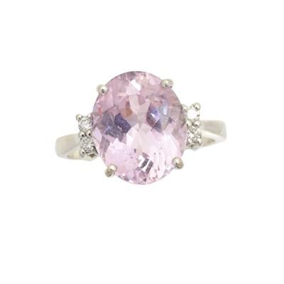 Lot 158 - An 18ct gold kunzite and diamond dress ring