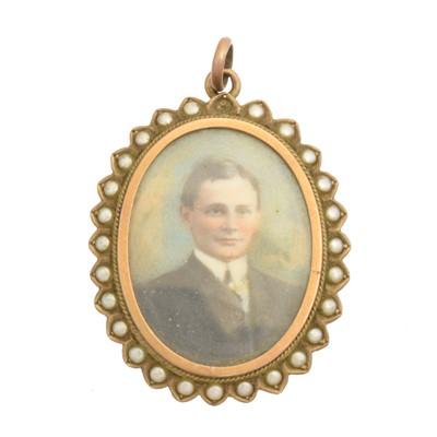Lot 31 - An early 20th century 9ct gold portrait miniature pendant