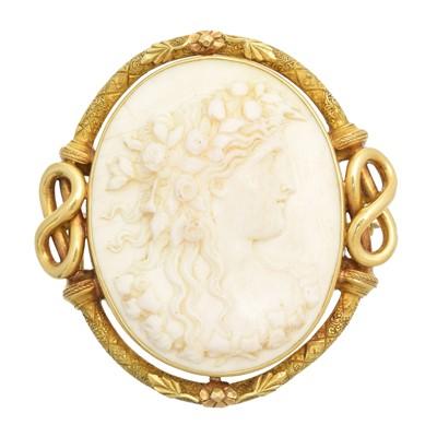 Lot 57 - A shell cameo brooch