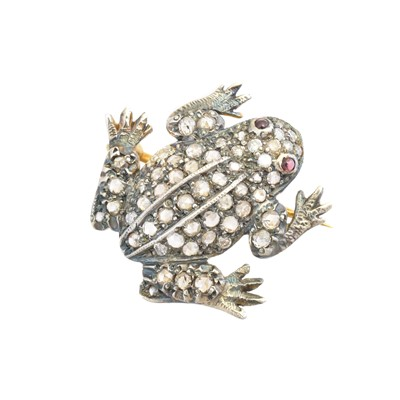 Lot 21-A diamond brooch