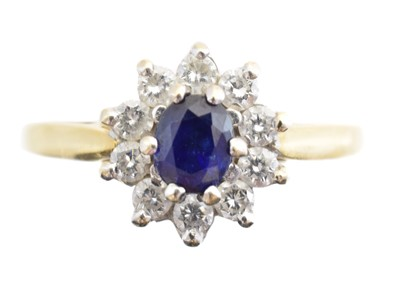 Lot 225 - An 18ct gold sapphire and diamond cluster ring