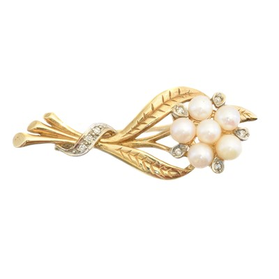Lot 7 - A 9ct gold cultured pearl and diamond brooch
