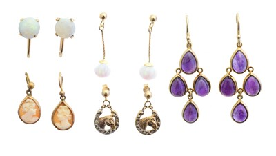 Lot 53 - A selection of earrings