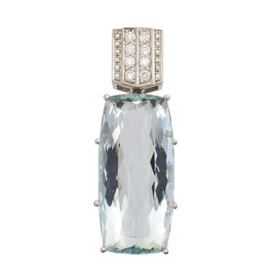Lot 96 - An 18ct gold aquamarine and diamond pendant