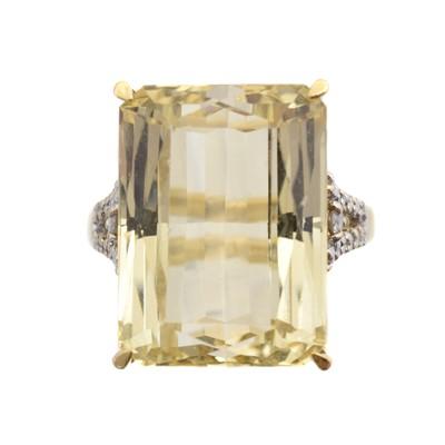 Lot 178 - A 9ct gold spodumene and diamond dress ring