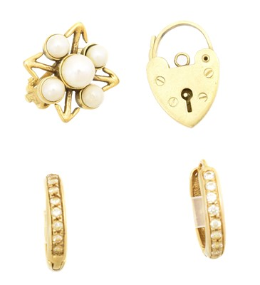 Lot 55 - A selection of jewellery